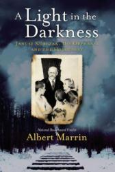 A Light in the Darkness: Janusz Korczak, His Orphans, and the Holocaust - Albert Marrin (ISBN: 9781524701215)
