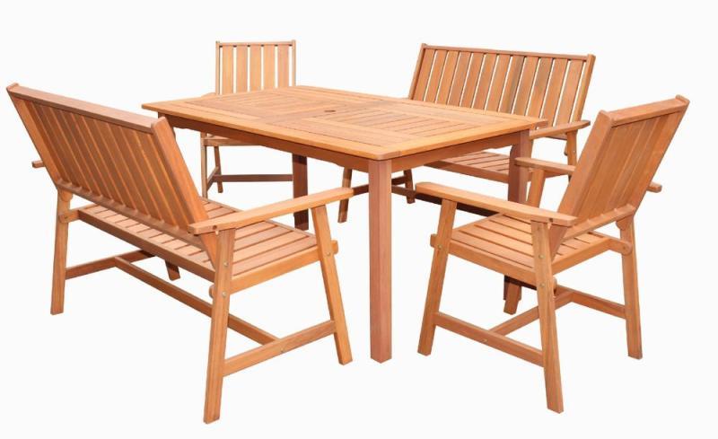 fa kerti szék és asztal