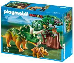 Playmobil Triceratropsz kicsinyével (5234)
