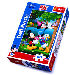 Trefl Mickey egér: Minnie egér cicát ment 60 db-os (17198)