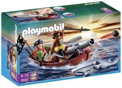 Playmobil Barca cu vasle a piratiilor cu rechin (PM5137)