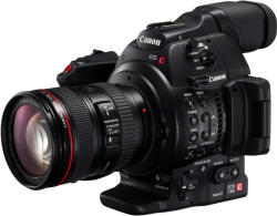 Canon EOS C100 Mark II + 18-135mm