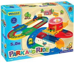 Wader Park and Ride óriás parkolóház vonattal