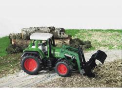 BRUDER Tractor Fendt Favorit 926 Vario cu incarcator (2062)