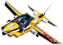 LEGO Technic - Légi bemutató sugárhajtású repülője (42044)