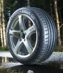 Michelin Pilot Sport 4 225/40 ZR18 92W