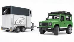 BRUDER Land Rover Defender lószállító trailerrrel (02592)