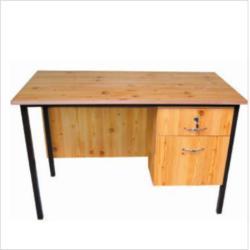 Oldalt 2 fiókos fémlábas tanári asztal