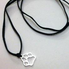 Bol-Dog. hu - Bőr nyaklánc tappancs medállal