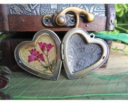 Медальон за снимка сърце - старо злато