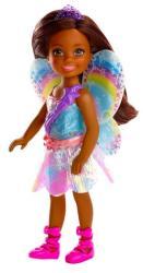 Mattel Chelsea - Barna bőrű baba szivárványos ruhában (FJD01)